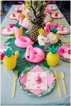 Flamingle Party: This season's hottest DIY Flamingo Party Ideas. Want the perfect theme for summer? Let's flamingle with a fantastic flamingo party! Today I'm sharing some amazing DIY flamingo decorations and ideas for a flamingle party. Hawaian Party, Flamingo Birthday, Pink Flamingo Party, Flamingo Baby Shower, Flamingo Pool, Flamingo Decor, Shower Baby, 1st Birthday Parties, Backyard Birthday