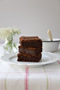 Classic Fudge Brownies by tartineandapronstrings: Perfectly poised between cakey and fudgy! #Brownies