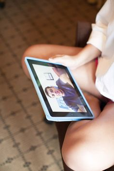 this bride received a super sweet video message from her husband-to-be on the morning of their wedding! such a sweet idea!!   Nancy Ray #wedding