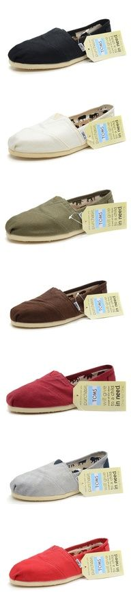 Pictured here are Toms, that can be interpreted as a modern adaption of Alpargatas. Although these are closed toed, many similarities can be seen between Alpargatas and Toms pictured here. Classic Shoes, Toms Classic, Cheap Toms Shoes, Toms Shoes Outlet, Fashion Beauty, Girl Fashion, Womens Fashion, Runway Fashion, Blue Fashion