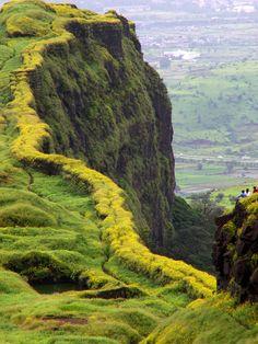 Amazing place near Pune Lohgarh Fort - Pune, Indiahttp://www.placesnearpune.com/images/Monsoon-Breaks-Pune-Mumbai.pdf