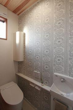 アクセントクロスが可愛いお手洗い。小さなスペースには大きなこだわりを込めましょう♪#トイレ#アクセントクロス#壁紙
