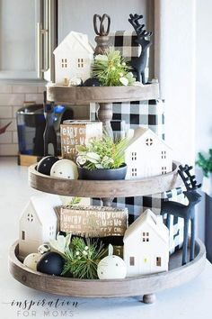 Discover how to easily decorate a farmhouse tray for Christmas in a few simple steps. Discover how to easily decorate a farmhouse tray for Christmas in a few simple steps. Cheap Home Decor, Diy Home Decor, Galvanized Tiered Tray, Tray Styling, Christmas Decorations, Table Decorations, Primitive Decorations, Centerpieces, Country Farmhouse Decor