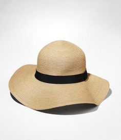 I HAVE to get a floppy beach hat for this summer!!