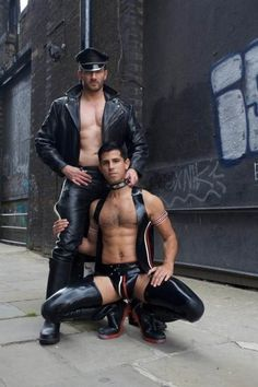 Skinny tranny Vixen Goddess gives Robert Axel a free massage and she gets anal f