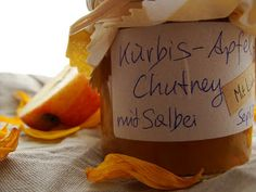 Kürbis-Apfel-Chutney mit Salbei