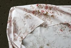 Cómo hacer una sábana ajustable de colchón - Trapitos.com.ar - Blog Grandkids, Alexander Mcqueen Scarf, Polo, Couture, Sewing, Crib Sheets, Crib Bedding, Baby Sheets, Cribs For Babies