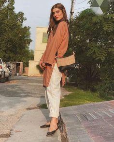 Pakistani Fashion Party Wear, Pakistani Fashion Casual, Pakistani Dresses Casual, Indian Fashion Dresses, Muslim Fashion, Modest Fashion, Fancy Dress Design, Stylish Dress Designs, Desi Wear