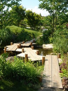 This collection of garden pathway ideas shows simple garden walkway applications from a modern garden to a older established creating a cohesive design. Landscape Steps, Landscape Architecture, Landscape Design, Back Gardens, Small Gardens, Outdoor Gardens, Garden Steps, Garden Paths, Wooden Pathway