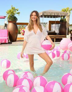 Pin for Later: Adam Levine von Maroon 5 und Model Behati Prinsloo erwarten den ersten Nachwuchs