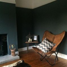 An inspirational image from Farrow & Ball. Farrow And Ball Living Room, Dark Living Rooms, My Living Room, Living Room Decor, Living Spaces, Japanese Home Decor, Interior Desing, Brown Furniture, Small Room Bedroom