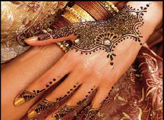 Mehndi is typically applied to brides before wedding ceremonies, also common in some gulf states, specially Yemen. Try these mehndi designs for eid-ul-adha.