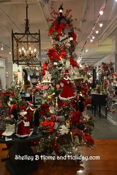 RAZ 2016 Town Square Christmas ornaments and decorations collection at Shelley B Home and Holiday.  Shop for items shown on this tree here: http://shelleybhomeandholiday.com/shop-by-brand-season/raz-imports/raz-christmas/raz-christmas-2016/raz-town-square/