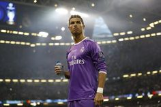 Cristiano Ronaldo, Real Madrid, Chef Jackets, Chelsea, Kicks, Fitness, Mens Tops, Football Soccer, Basketball