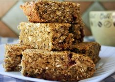 Recettes santé | Nutrisimple | Barre-muffin protéinée au quinoa Healthy Meals For Kids, Healthy Snacks, Healthy Recipes, Baguette, Desserts Français, Nutrition, Morning Breakfast, Rice Krispies, Granola