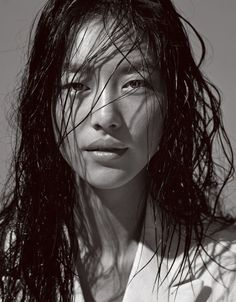 Liu Wen rocking the beach hair. Note: The wet hair for jungle Liu Wen rocking the beach Liu Wen, Trendy Hairstyles, Bob Hairstyles, Charcoal Hair, Pelo Natural, Hair Reference, Hair Care Routine, Wet Hair, Beach Hair