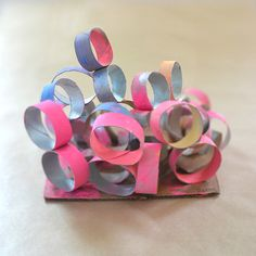 Cardboard Tube Sculptures - Sculpture - Print the sulpture yourself - art lesson idea. 3d Art Projects, Preschool Art Projects, Preschool Ideas, Paper Towel Roll Crafts, Paper Towel Tubes, Recycled Crafts Kids, Recycled Art Projects, Kid Crafts, Sculpture Lessons