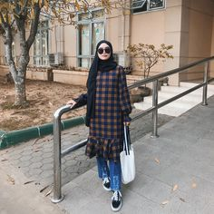 💋💋 Source by nutellaugh Outfits hijab Abaya Fashion, Muslim Fashion, Modest Fashion, Korean Fashion, Fashion Outfits, Hijab Style Dress, Casual Hijab Outfit, Casual Outfits, Modest Summer Outfits
