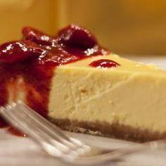 originál americký cheesecake Ingrediencie Na korpus 250 g - sušienky hobbits, bebe dobré ráno, prípadne hocičo podobné 6 PL - Maslo Na plnku 1000 g - žervé prípadne lučina pre slovenskú verziu :) 250 ml - kyslá smotana 50 g - vanilkový cukor alebo 2 čl vanilkového extraktu (ak máme) 1 PL - citrónová šťava 6 kusov - Vajce Soľ cukor