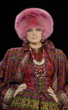 Russian style in fashion. Slava Zaitsev, a fashion designer from Moscow. Love these colors and patterns Ethnic Fashion, High Fashion, Winter Fashion, Womens Fashion, Mode Russe, Russia Fashion, Russian Culture, Fabulous Furs, Crop Shirt