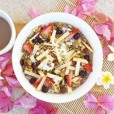 Look what @healthyburst made for her mumma on the weekend . Pretty cute brekky topped off with our superfoods #naturalbuzz #superfood #beepollen #mothersday #breakfast #breakfastinbed #flowers #health #mornings #weekends #vegan #glutenfree #cleaneating #healthylife