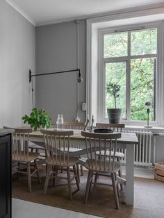 Spacious kitchen with my dream coffee setup - via Coco Lapine Design blog