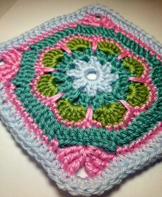 365 Days of Granny squares - Day 9 - Pattern <3