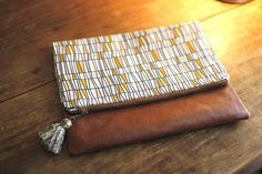 How to Sew a Zippered Pouch. DIY Picture Tutorial.