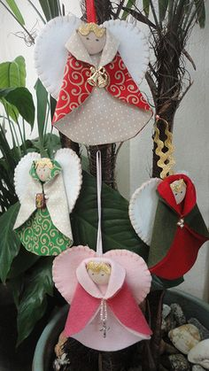 Simple Angels from Rounds of Scrap fabrics!  meus anjinhos