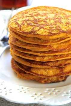 Pumpkin Spice Greek Yogurt Pancakes light fluffy and made in the blender enjoy the ENTIRE recipe for under 300 calories with of protein! runningwithspoons For more smoothie information, click the link. Pumpkin Waffles, Oatmeal Pancakes, Pumpkin Puree, Pumpkin Spice, Easy Smoothie Recipes, Good Smoothies, Fruit Smoothies, Greek Yogurt Pancakes, Healthy Baking