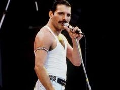 queen has maby lost hit title as number 1 at the top 2000. 49% of the people think it is time for a new leader.