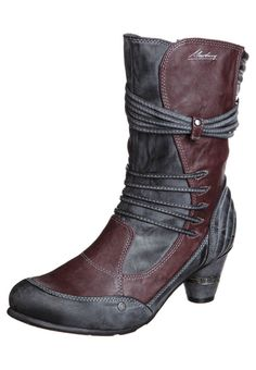 boots by Mustang Shoes