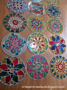 Craft with recycled CD mandalas Recycled Cds, Recycled Crafts, Old Cd Crafts, Diy And Crafts, Art Crafts, Cd Mosaic, Mosaic Mirrors, Cd Diy, Faux Stained Glass