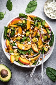 The perfect summer salad: fresh peach spinach salad with avocado, goat cheese and crunchy toasted almonds. Drizzled with a homemade balsamic vinaigrette! diet recipes Summer Peach Spinach Salad with Avocado, Toasted Almonds + Goat Cheese Salade Healthy, Healthy Salads, Healthy Eating, Meal Salads, Grilled Vegetable Salads, Healthy Food, Vegetarian Recipes, Cooking Recipes, Healthy Recipes
