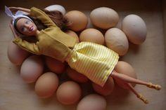 szycienocne: BARBIE: żółty koplecik w stylu lat 50 z jajem