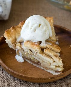 This is the best Homemade Apple Pie Recipe out there guys! So easy and filled with that classic cinnamon apple flavor in a flaky pie crust! Chicken Rice Skillet, Oven Baked Chicken, Baked Chicken Breast, Homemade Apple Pies, Apple Pie Recipes, Smothered Beef Burritos, Parmesan Roasted Cauliflower, Creamy Corn, Cheese Stuffed Chicken