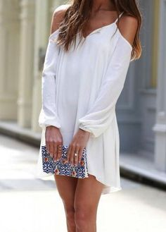 http://fr.romwe.com/White-Off-the-Shoulder-Loose-High-Low-Dress-p-117546-cat-664.html