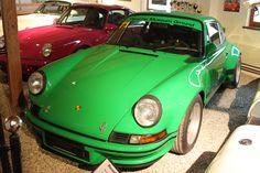 V malom rakúskom meste Gmünd začala po Druhej svetovej vojne výroba známych športových vozidiel. Zakladateľom tejto spoločnosti bol rodák z českých Vratislavíc nad Nisou (dnes patrí k mestu Liberec). Že ste o takej firme nikdy nepočuli? #porsche #porsche911 #rwd #aircooled #flatengine Porsche 911 Rs, Classic Cars, Museum, Bmw, Vehicles, Vintage Classic Cars, Car, Museums, Classic Trucks