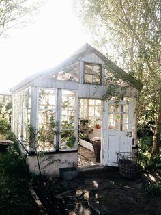 Backyard Garden Shed Sweets 37 Best Ideas Best Greenhouse, Greenhouse Plans, Backyard Greenhouse, Greenhouse Wedding, Backyard Sheds, Pallet Greenhouse, Backyard Studio, Backyard Landscaping, Garden Cottage