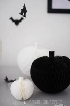 Halloween Party - DIY Wabenball Kürbis