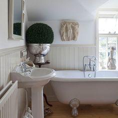 Cream panelled bathroom