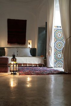 Relaxed Moroccan bedroom with a tribal rug and some gorgeous zellij tiling. #Moroccan #Bedroom #Lanterns. www.mycraftwork.com