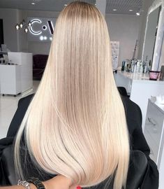 Everyone has a different hair color preference, but certainly the most sought-after color is the one and only: blonde. While going blonde might seem like the ideal hair color to choose for your nex… Coiffure Hair, Balayage Blond, Creamy Blonde, Blonde Hair Looks, Pinterest Hair, Great Hair, Gorgeous Hair, Pretty Hairstyles, Dyed Hair