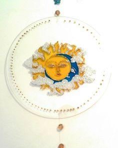 Mandala sol e lua em vitral com 35 cm de diâmetro Pronta entrega aceitamos encomendas em outro temas e medidas de 25 c, de diâmetro entregamos em todo brasil frete à pagar prazo de entrega 7 dias após confirmação pelo site R$60,00