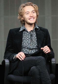 Oh my gosh Toby Regbo is so adorable! did you know he played young Dumbledore? I sure didn't!