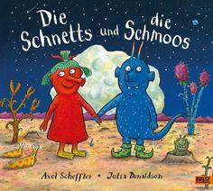 Grete und Bernd leben auf dem Stern Sehrsehrfern. Grete ist eine »Schnett«, Bernd ein »Schmoo«. Niemals, so wird gewarnt, dürfen die roten Schnetts und die blauen Schmoos miteinander spielen. Das war schon immer so. Und wenn es nach den Großeltern geht, würde das auch so bleiben. Aber Grete und Bernd kümmert es nicht. Sie lernen sich kennen und sie verlieben sich ...Eine Romeo und Julia-Geschichte der Schöpfer des »Grüffelo«, wunderbar gereimt und außerirdisch schön illustriert Julia Donaldson Books, Gruffalo's Child, Axel Scheffler, Romeo Und Julia, Romeo Y Julieta, The Gruffalo, Stick Man, Love Conquers All, Purple Baby
