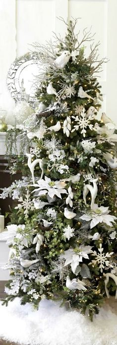 Love this white and silver decorated tree <3