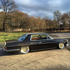Mercedes 280c - W114 with stance and plenty of attitude