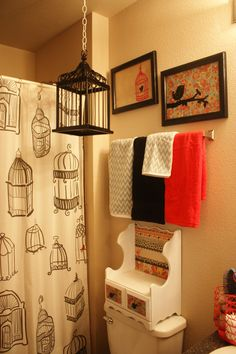 cute striped wall in a bird themed bathroom | remodelaholic