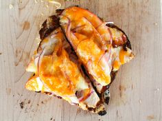 Leftover chicken in the fridge? Try this quick, delicious BBQ Chicken & Apple Pizza Toast! Easy Chicken Parmesan, Bbq Chicken, Whole Food Recipes, Healthy Recipes, Healthy Eats, Apple Pizza, Clean Breakfast, Food Test, Nutritious Meals